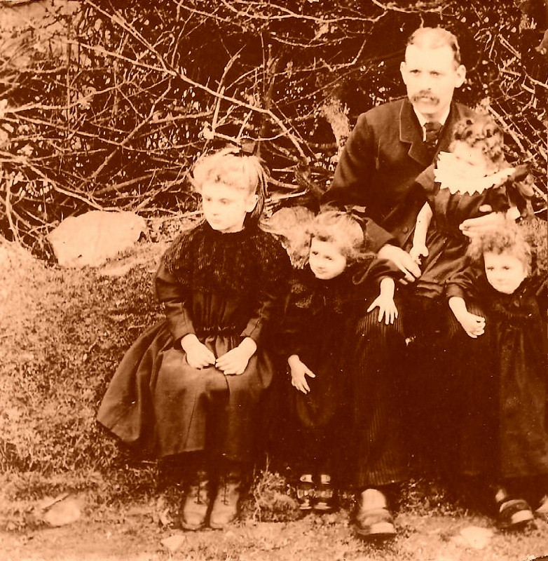 James Thomas and family - late 1890s